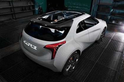 2011 Hyundai HCD12 Curb 2