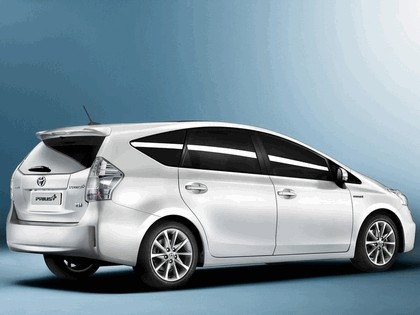 2011 Toyota Prius+ hybrid 3