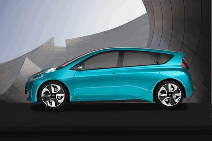 2011 Toyota Prius C concept 4