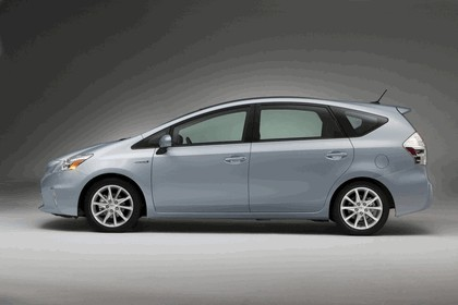 2011 Toyota Prius V hybrid 13