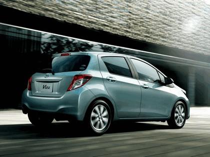 2011 Toyota Vitz 5