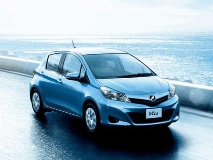 2011 Toyota Vitz 6