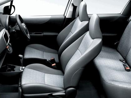 2011 Toyota Vitz 8
