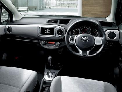 2011 Toyota Vitz 9