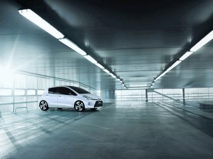 2011 Toyota Yaris HSD concept 3