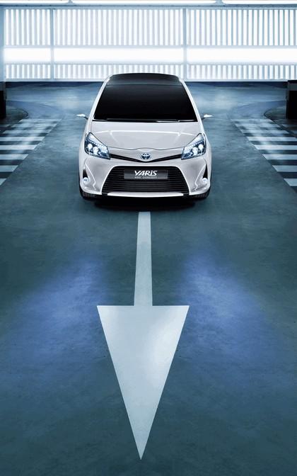 2011 Toyota Yaris HSD concept 16