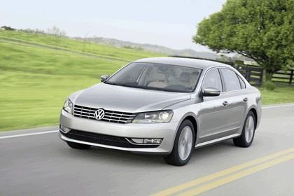2011 Volkswagen Passat - USA version 28