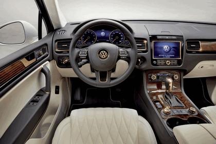2011 Volkswagen Touareg Gold Edition 6
