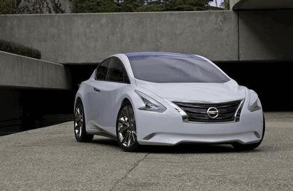 2010 Nissan Ellure concept 2