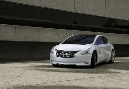 2010 Nissan Ellure concept 5