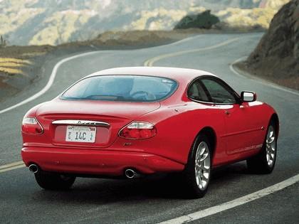 1998 Jaguar XKR coupé 11