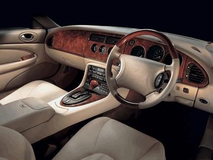 1998 Jaguar XKR coupé 16