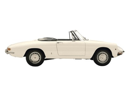 1966 Alfa Romeo Spider Duetto 9