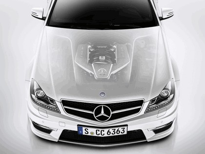 2011 Mercedes-Benz C63 AMG coupé 4