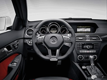 2011 Mercedes-Benz C63 AMG coupé 29