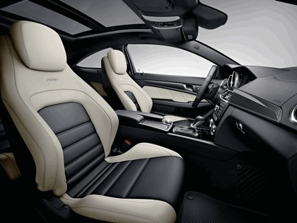 2011 Mercedes-Benz C63 AMG coupé 32