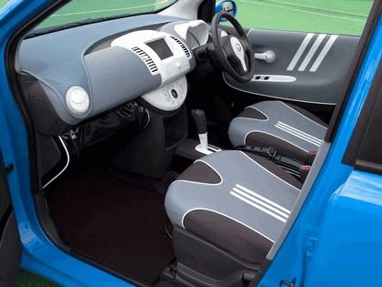 2005 Nissan Note inspired by Adidas 6
