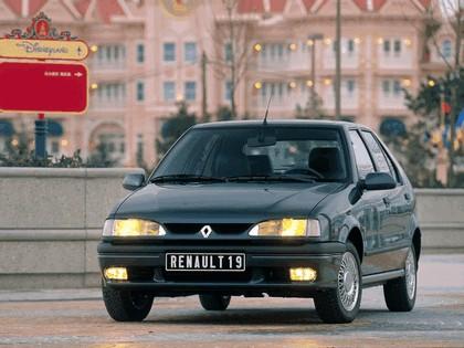 1992 Renault 19 Baccara 1