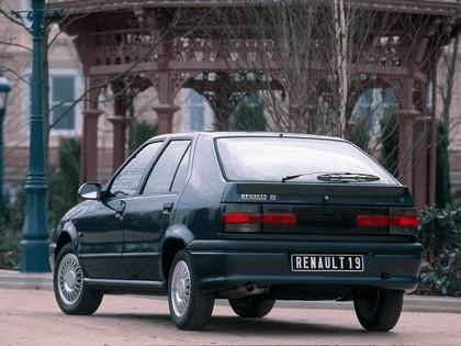 1992 Renault 19 Baccara 2