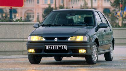 1992 Renault 19 Baccara 8