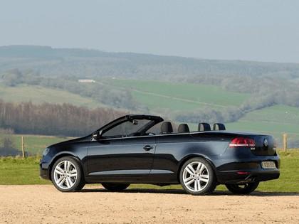 2010 Volkswagen Eos 2.0 TDi BlueMotion - UK version 5