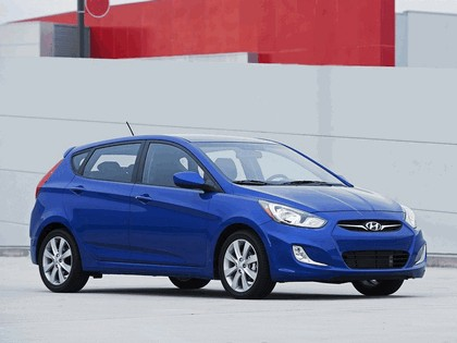 2011 Hyundai Accent 5-door 1