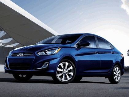 2011 Hyundai Accent sedan 1