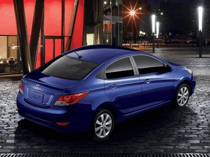 2011 Hyundai Accent sedan 3