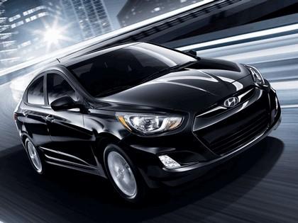 2011 Hyundai Accent sedan 6