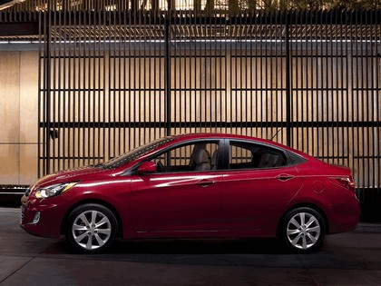 2011 Hyundai Accent sedan 12