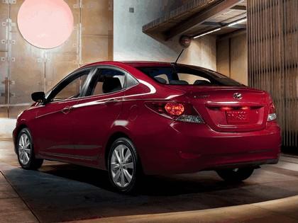 2011 Hyundai Accent sedan 13