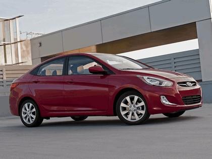2011 Hyundai Accent sedan 14