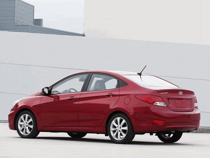 2011 Hyundai Accent sedan 18