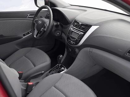 2011 Hyundai Accent sedan 20