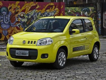 2011 Fiat Uno Vivace 3-door 1