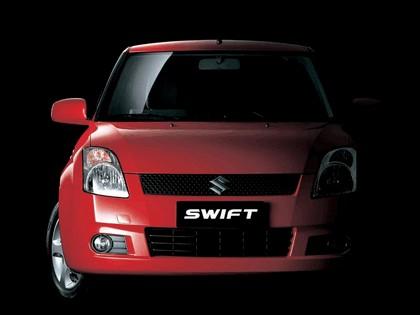 2005 Suzuki Swift 3-door 1