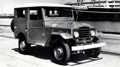 1956 Toyota Land Cruiser hardtop ( FJ25L ) 9