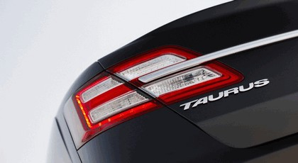 2013 Ford Taurus Limited 8