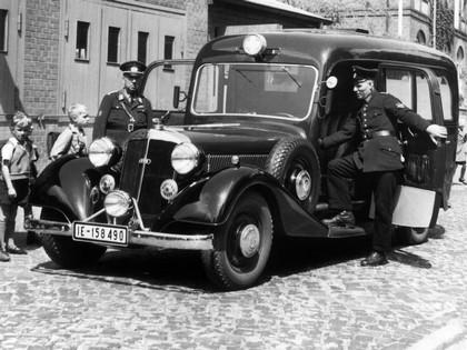 1954 Horch 830 BL sanitatskraftwagens 1