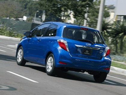 2011 Toyota Yaris LE 3-door - USA version 5