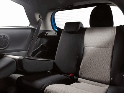 2011 Toyota Yaris LE 3-door - USA version 11