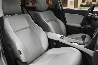 2011 Toyota Avensis 17