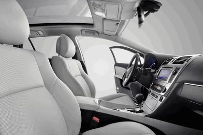 2011 Toyota Avensis 18