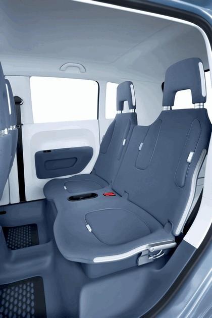 2007 Volkswagen Concept space up 13
