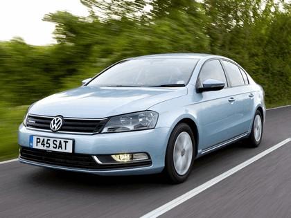 2010 Volkswagen Passat BlueMotion - UK version 1