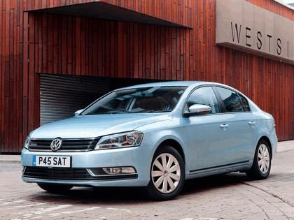 2010 Volkswagen Passat BlueMotion - UK version 7