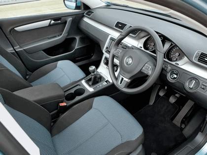 2010 Volkswagen Passat BlueMotion - UK version 14