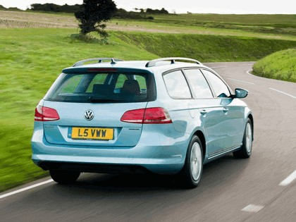 2010 Volkswagen Passat BlueMotion variant - UK version 3