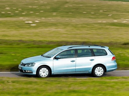 2010 Volkswagen Passat BlueMotion variant - UK version 4