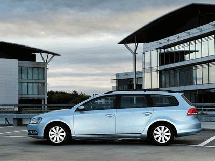 2010 Volkswagen Passat BlueMotion variant - UK version 5